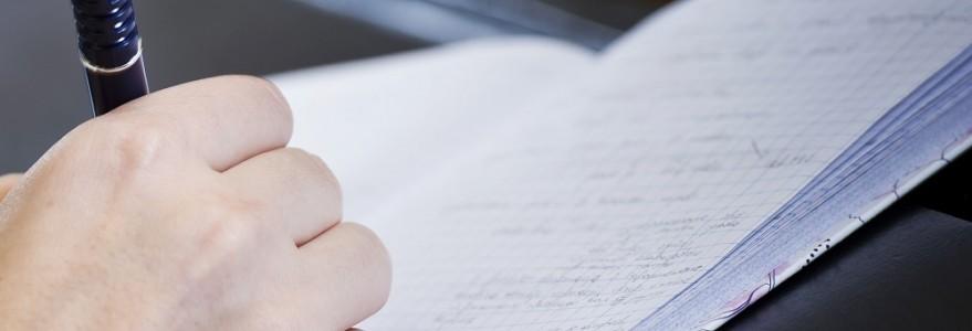 Student robiący notatki