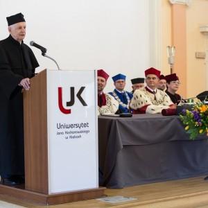 Prof. Andrzej Kajetan Wróblewski received the doctor honoris causa degree of the Jan Kochanowski University in Kielce. Credit: Jan Kochanowski University in Kielce