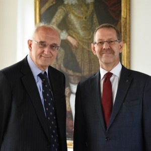 Professor Sir Leszek Borysiewicz and Professor Marcin Pałys.