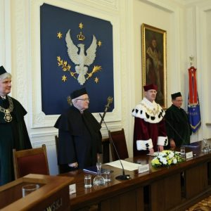 Prof. Janusz Jurczak received the honorary degree of UW.