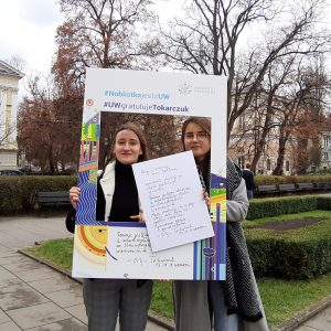 Maja Szmagaj and Weronika Cichoń, students of the Faculty of Journalism, Information and Book Studies